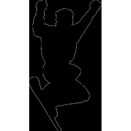 Сноубордист в прыжке с поднятыми руками