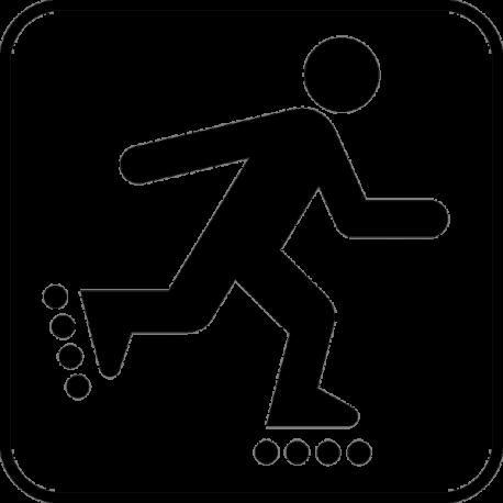 Парень катается на роликовых коньках