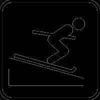 Человек скатывается на лыжах
