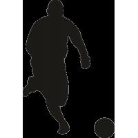 Футболист бежит за мячом
