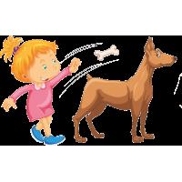 Девушка кидает кость собаке