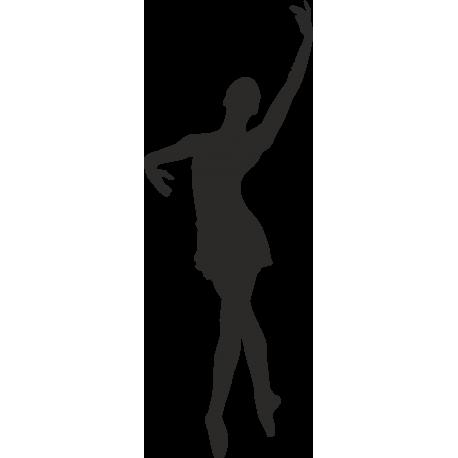 Танцующая девушка