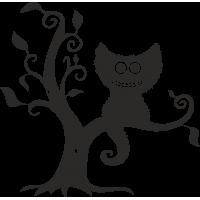 Улыбающийся кот на дереве